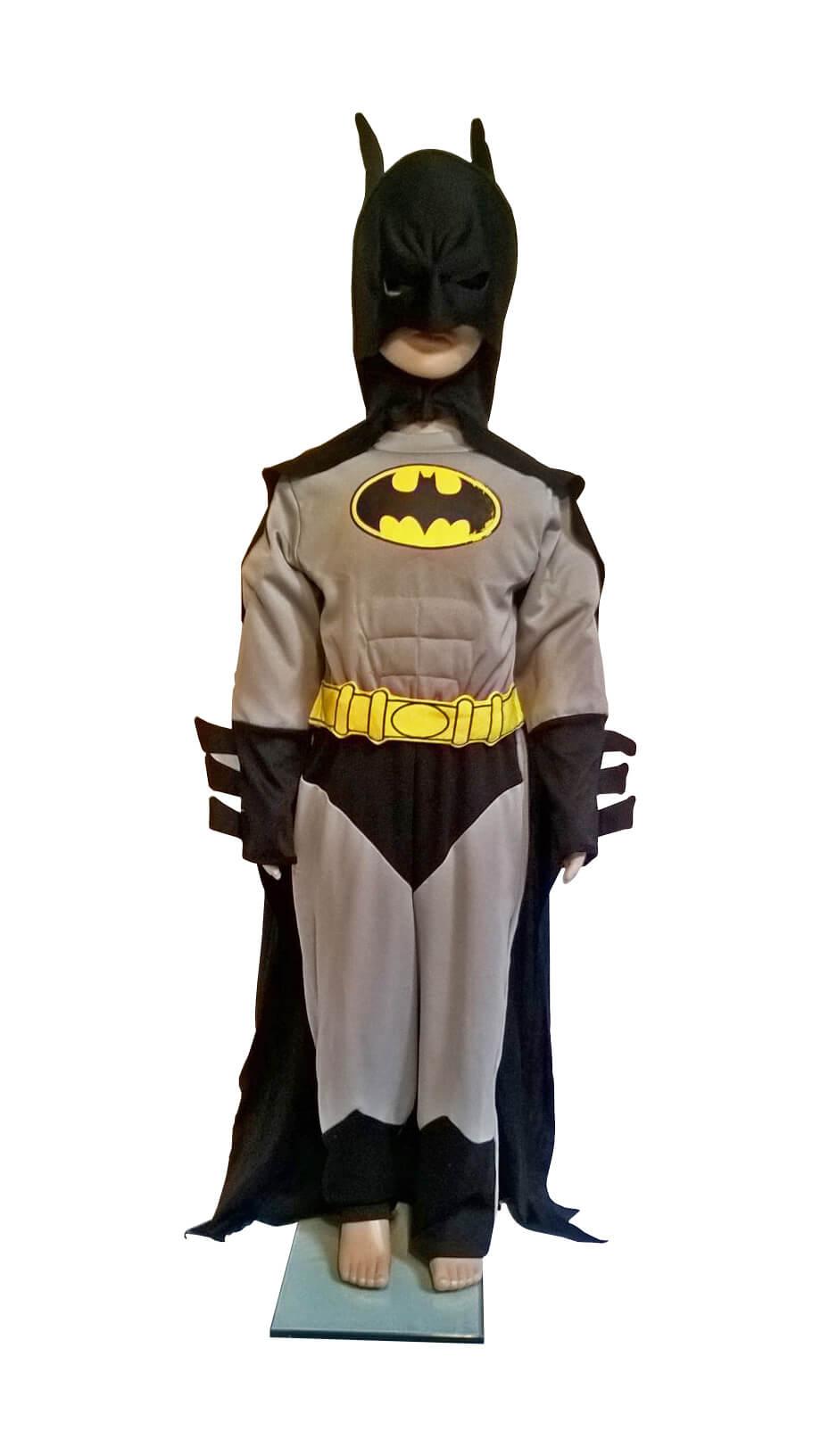 Betmenas. Костюм бэтмена. Betmano kostiumas. прокат карнавальных костюмов. Įvairių pasakų ir filmų personažų karnavaliniai drabužiai. Karnavaliniu kostiumu nuoma vaikams Vilniuje - pasakunamai.lt